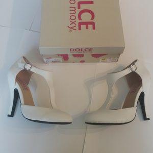 Dolce by Mojo Moxy Fiona White Heels - Size 6.5
